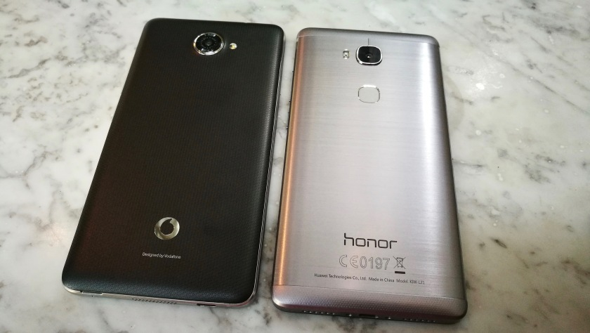 Smart Ultra 7 left - Honor 5X right